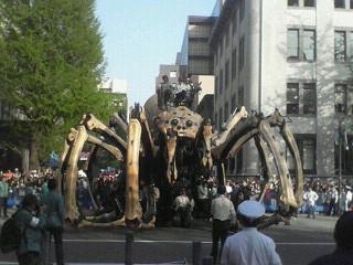 『ラ・マシン』巨大クモが横濱へ!
